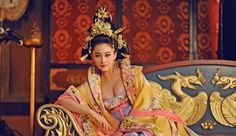 The Empress of China 武则天 Wu Zetian cast Fan Bingbing (in the titular role from the energetic, playful younger version Wu Mei Niang to Wu Zetian, Fan Bingbing, In China, China Girl, Oriental Fashion, Asian Fashion, Oriental Style, Traditional Fashion, Traditional Outfits
