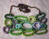Artículos similares a Beaded Crochet Necklace. Green Mystic Garden. Lightweight Jewlery en Etsy