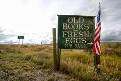 Vendita di vecchi libri e di uova fresche.  orizzontiliquidi.blogspot.com