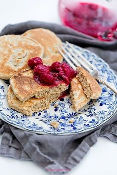 Oat Pancakes with Raspberries and Honey Oat Pancakes, Magic Recipe, Eat Breakfast, Kid Friendly Meals, Kids Meals, Sweet Recipes, Clean Eating, Food And Drink, Snacks