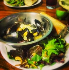 Mussels with White Wine Broth Mussels, Eating Well, White Wine, Tacos, Mexican, Beef, Ethnic Recipes, Food, Meal