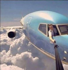 Collection of 6 Best Selfies Ever taken on the earth or in the space. Top 6 most dangerous selfies images which you find amazing and funny. Selfie in space. Haha, Aviation Humor, Foto Fun, Foto Real, Humor Grafico, Photomontage, Gopro, Funny Photos, Funny Images