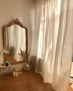 Image about aesthetic in Decor 🛋 by ℓυηα мι αηgєℓ ♡ Room Ideas Bedroom, Classy Bedroom Decor, Parisian Bedroom Decor, Dream Apartment, French Apartment, Parisian Apartment, Aesthetic Room Decor, Gold Aesthetic, Dream Rooms