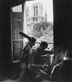 French resistance Molotov cocktails Paris, by Robert Doisneau (Aug 1944)