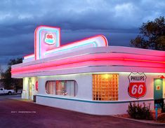 66 Diner, Route Albuquerque, New Mexico Route 66 Usa, Old Route 66, Route 66 Road Trip, Diner Decor, Bali, Old Gas Stations, Retro Diner, Albuquerque News, American Diner