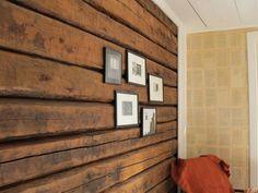 Old wood / Hirsiseinä käsitelty konjakinsävyisellä vahalla