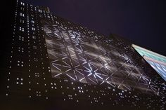 Mall Facade Becomes a Dancing LED Installation - 3Deluxe performs a facelift on Frankturt's Zeilgalerie, giving it a new facade embedded with 20,000 programable LEDs.