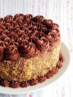 Tort de ciocolata Kinds Of Desserts, Köstliche Desserts, Chocolate Desserts, Delicious Desserts, Dessert Recipes, Chocolate Cake, Pie Cake, No Bake Cake, Romanian Desserts