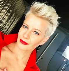 Blonde crop You are in the right place about short grey hair back view Here we offer you the most be Short Sassy Hair, Super Short Hair, Short Grey Hair, Short Blonde, Short Hair Cuts, Short Hair Styles, Funky Hairstyles, Pixie Haircut, Great Hair