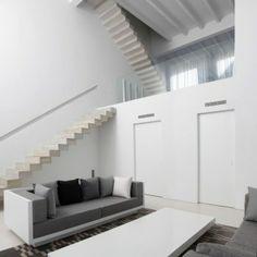 minimalistische Faltwerktreppen-Beton House weiß Wandfarbe