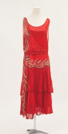 Old Fashioned Clothes : Flapper dress - Bunka Gakuen Costume Museum - Mlle Art Deco Fashion, Retro Fashion, Vintage Fashion, Fashion 1920s, 20s Inspired Fashion, 1920s Inspired Dresses, 1920s Fashion Dresses, Victorian Fashion, Fashion Fashion