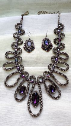Beaded Jewelry Patterns, Beading Patterns, Right Angle Weave, Bead Weaving, Diy And Crafts, Handmade Jewelry, Beaded Necklace, Jewelry Making, Beads