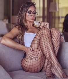 Sexy, beautiful leggz in fishnets Chica Cool, Collection Couture, Girls With Glasses, Instagram Girls, Sexy Stockings, Sexy Legs, Sexy Lingerie, Beautiful Women, Fit Women