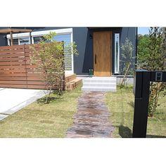 女性で、4LDKのグリーン/枕木 アプローチ/ウッドフェンス/ガーデン/カツラ/ブルーベリー…などについてのインテリア実例を紹介。「お庭には、桂とブルーベリー、オリーブの木を植えています﹡ ブルーベリーは2株植えているので実がなるといいなあ…♡ 」(この写真は 2016-04-27 20:59:12 に共有されました)
