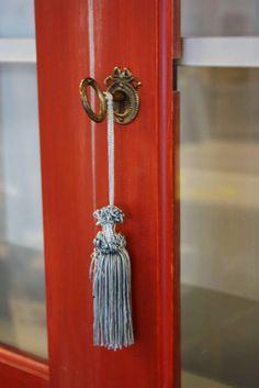 JUVIn kaunis avainkilpi ja avain. Tupsu tekee viimeisen silauksen #tassel