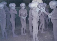 Image shared by mulou kii. Find images and videos about grunge, pale and alien on We Heart It - the app to get lost in what you love. Les Aliens, Aliens And Ufos, Ancient Aliens, Ancient History, European History, American History, Alien Gris, Art Alien, Alien Photos
