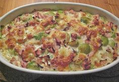 Brussels sprout gratin with ham - Rezepte - Salat Healthy Meals To Cook, Healthy Cooking, Healthy Recipes, Quiches, Law Carb, Bulgur Salad, Slow Food, Food Trends, Chia Pudding