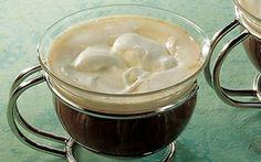 Wienerkaffe Opskriften på Wienerkaffe er nem, lækker og smagfuld. Kombinationen af piskefløde, flormelis og varm stærk kaffe giver både styrke og sødme!