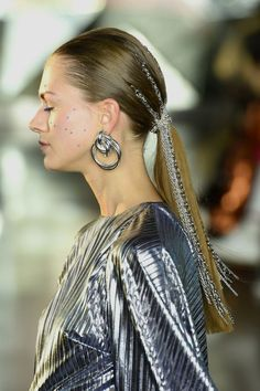 47 Top Fall Accessories & Jewelry Trends 2019 from New York Fashion Week Fall Accessories, Jewelry Accessories, Kaia Gerber, Fall Jewelry, Jewelry Trends, Hair Pins, Fashion Jewelry, Women's Fashion, Hoop Earrings