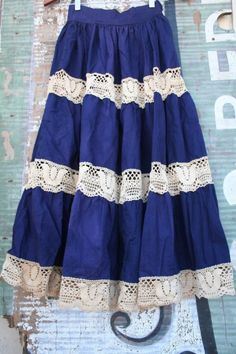 circle skirt with crocheted lace 'stripes' idea