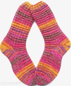 Da leuchten doch die Augen der Mädels... Einmal lange Socken für meine Freundin Andrea.. ...und weil noch soviel Wolle übrig g... Knitting Socks, Hand Knitting, My Socks, Leg Warmers, Mittens, Needlework, Opal, Slippers, Handmade