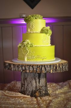 love this ombre yellow wedding cake. the design simple and elegant