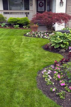 Awesome 55 Beautiful & Simple Front Yard Landscaping Design Ideas https://roomaniac.com/55-beautiful-simple-front-yard-landscaping-design-ideas/