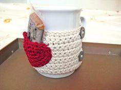 abrigos para tazas con corazón  hilo,botones ganchillo Crochet Coffee Cozy, Crochet Cozy, Crochet Gifts, Cotton Cord, Afghan Crochet Patterns, Crochet Accessories, Beautiful Crochet, Crochet Designs, Crochet Projects