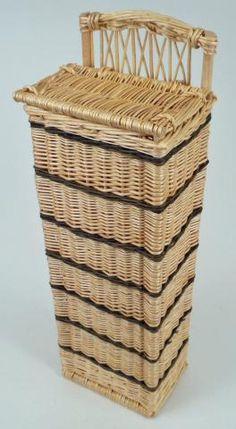 White bread box.  http://www.vannerie-delamotte.fr/Huches_a_pain--0000441-vente/Huche_a_pain_osier_blanc_brut--0002027.html
