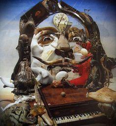 DALI Salvador Domingo Felipe Jacinto Dalí i Domènech, marquese di Dalí de Pubol - Spanish (Figueres (Catalunia) 1904-1989) - PSYCHEDELIC SURREALIST #learnspanish
