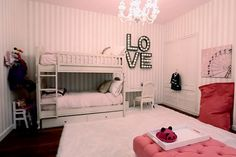 We love Bethenny Frankel's daughter Brynn's Bedroom! So pretty in pink!