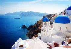 観光客に絶大な人気を誇り人々を魅了し続けるエーゲ海の島々。絵の具で描いたかのような青い海とまるで雪が積もったかのように白い街並みは世界中の人々の憧れです。今回は2500以上あるといわれるギリシャの島々の中からエーゲ海の島々を中心に特に美しく個性的な島を10個ご紹介いたします!