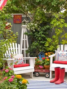 Many people think that creating a nice garden space requires a lot of outside space. But, actually to plant your favorite plants, create a nice dining area or just a space for relaxing and enjoyment, when you are limited in space is not so difficult and impossible.