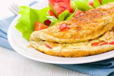 Recipe: Egg White Omelette with Veggies Healthy Breakfast Muffins, Delicious Breakfast Recipes, Eat Breakfast, Breakfast Ideas, Omelete Light, Ways To Cook Eggs, Veggie Recipes, Healthy Recipes, Easy Food To Make