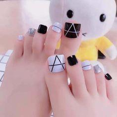 Simple Toe Nails, Pretty Toe Nails, Cute Toe Nails, Summer Toe Nails, Toenail Art Designs, Heart Nail Designs, Gold Nail Designs, Toe Nail Color, Toe Nail Art