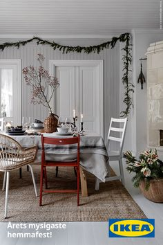 IKEA has plenty of ideas on how to decorate your home for Christmas. The IKEA Chistmas rooms are warm and with plenty of hygge. Living Room Decor Inspiration, Diy Living Room Decor, Cute Room Decor, Bedroom Decor, Ikea Inspiration, Ikea Christmas, Cozy Christmas, Christmas 2019, Decor Scandinavian