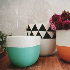 Hand-painted pots.  Would be easy enough to recreate.  Also with gold.