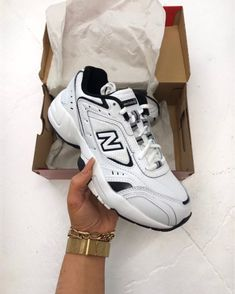 Below are the charms we'll see in different styles everywhere in the coming months… ICONIC FASHION 2020 Jewelry Trends Chunky Sneakers, New Sneakers, Sneakers Fashion, Day Trip Outfit, Streetwear, Sneakers Addict, Sneaker Store, Baskets, Chanel Brand