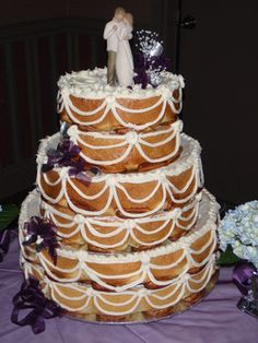 Cinnamon Roll Wedding Cake (I don't care what people think, I like cinnamon rolls better than cake and this is what I want at my wedding.)