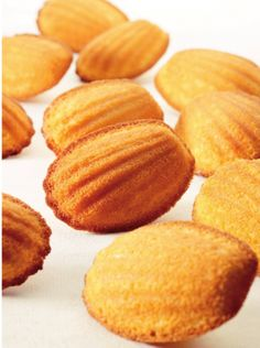 Madeleintjes by Roger van Damme ~ Njam. Pureed Food Recipes, Baking Recipes, Cookie Recipes, Snack Recipes, Dessert Recipes, Snacks, Great Desserts, No Bake Desserts, Delicious Desserts