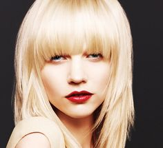 How to Wear Different Kinds of Bangs We're bringing you ten kinds of bangs and ways to wear them for that amazing hairstyle change. Bangs are not a thing of the past anymore as it never seems to run out of style ever since stylists kept bringing it back to...
