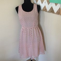 Forever 21 Pink Hearts with Bow Back dress size M Super cute dress- great for any party, date, wedding, church etc! Trade Holds PayPal ✅Making offers using offer button ✅ 20% + off bundles ✅new items added weekly! ✅treat with each bundle  Forever 21 Dresses Mini