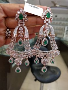 Indian Jewelry Earrings, Fancy Jewellery, Jewelry Design Earrings, Gold Earrings Designs, Fine Jewelry, Jewellery Showroom, Jewellery Designs, Women's Jewelry, Modern Jewelry
