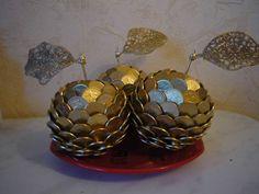 Декоративные яблочки из монет Diy And Crafts, Arts And Crafts, Paper Crafts, Thali Decoration Ideas, Ethnic Home Decor, Wire Art, Amazing Art, Decoupage, Crochet Earrings