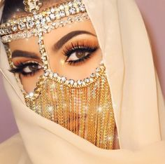 Makeuphall: The Internet`s best makeup, fashion and beauty pics are here. Arabian Eyes, Arabian Makeup, Arabian Beauty, Beautiful Hijab, Beautiful Eyes, Make Up Yeux, Beauty Makeup, Eye Makeup, Arab Swag