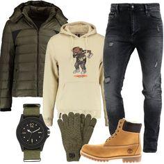 Jeans skinny alla caviglia con strappi e caldo piumino con cappuccio, entrambi Calvin Klein Jeans, felpa con stampa, stivaletti stringati Timberland con calda imbottitura, guanti ed orologio. Pronti per un Capodanno da festeggiare in piazza.