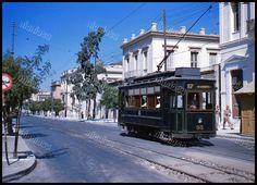 Το τραμ Νο. 17, που έκτελούσε το δρομολόγιο Άγιος Βασίλειος - Νέο Φάληρο.