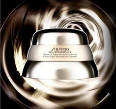 Shiseido Bio Performance Super Revitalizing Cream: contro il tempo dal 1988. Leggi l'articolo : http://www.biutic.com/magazine/recensioni/shiseido-bio-performance-super-revitalizing-cream/
