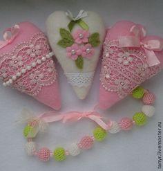 Подвески ручной работы. Ярмарка Мастеров - ручная работа Текстильные сердечки. Handmade.