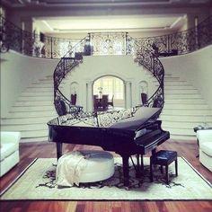 Piano Chic #Luxe #Luxury #Deco #Design #Fashion #MaisonDeReve #Myfashionlove #Paradise #Glamour #Decoration